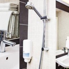 Отель Hotell Årstaberg Швеция, Аарста - 1 отзыв об отеле, цены и фото номеров - забронировать отель Hotell Årstaberg онлайн ванная фото 2