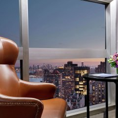 Отель Millennium Hilton New York One UN Plaza США, Нью-Йорк - 1 отзыв об отеле, цены и фото номеров - забронировать отель Millennium Hilton New York One UN Plaza онлайн балкон