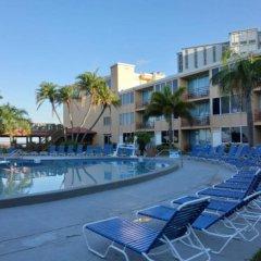 Отель Dolphin Beach Resort бассейн фото 2