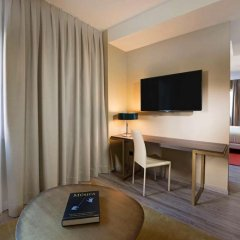 Отель NH Collection Madrid Suecia удобства в номере фото 2