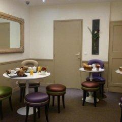 Отель Hôtel Little Regina гостиничный бар