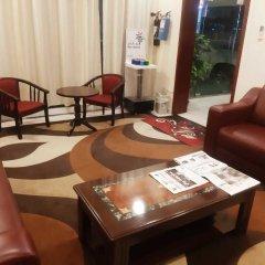 Отель Al Bishr Hotel Apartments ОАЭ, Шарджа - отзывы, цены и фото номеров - забронировать отель Al Bishr Hotel Apartments онлайн интерьер отеля