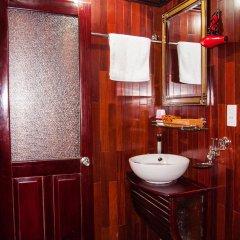 Отель Halong Legacy Legend Cruise ванная фото 2