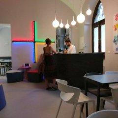 Отель Babila Hostel & Bistrot Италия, Милан - 1 отзыв об отеле, цены и фото номеров - забронировать отель Babila Hostel & Bistrot онлайн гостиничный бар