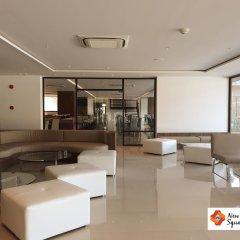 New Square Patong Hotel интерьер отеля