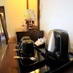 Hikkaduwa Beach Hotel удобства в номере фото 2