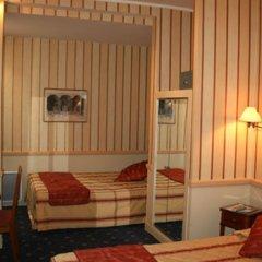 Отель POUSSIN Париж гостиничный бар
