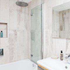 Отель Stylish 2 Bedroom Garden Apartment in Notting Hill Великобритания, Лондон - отзывы, цены и фото номеров - забронировать отель Stylish 2 Bedroom Garden Apartment in Notting Hill онлайн ванная фото 2