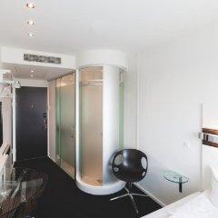 Отель Wakeup Copenhagen - Carsten Niebuhrs Gade сейф в номере
