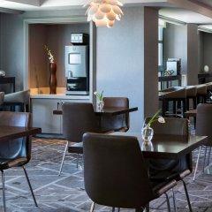 Отель Renaissance Los Angeles Airport Hotel США, Лос-Анджелес - 8 отзывов об отеле, цены и фото номеров - забронировать отель Renaissance Los Angeles Airport Hotel онлайн гостиничный бар