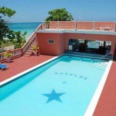 Отель Shields Negril Villas LTD бассейн