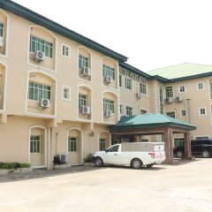 Entry Point Hotel парковка