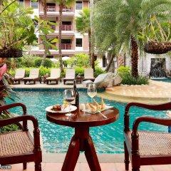 Отель Kata Palm Resort & Spa бассейн