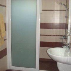 Отель Ivatea Family Hotel Болгария, Равда - отзывы, цены и фото номеров - забронировать отель Ivatea Family Hotel онлайн ванная
