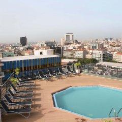 Отель Holiday Inn Lisbon бассейн