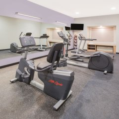 Отель Microtel Inn & Suites by Wyndham Cuauhtemoc фитнесс-зал
