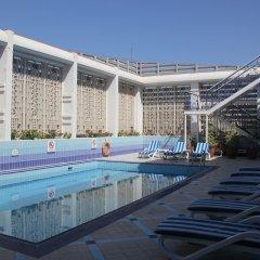 Отель Holiday Inn Abu Dhabi Downtown бассейн фото 3
