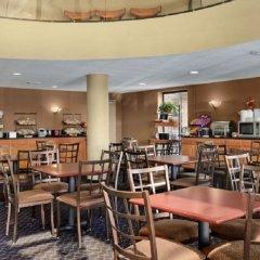 Отель Ramada by Wyndham Columbus Polaris бассейн фото 2