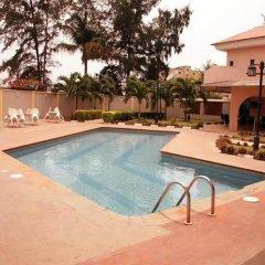 Solitude Hotel Victoria Island бассейн