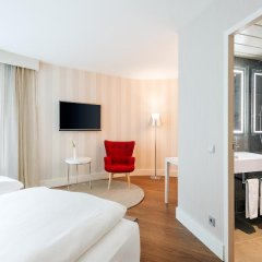 Отель NH Collection Frankfurt City 4* Стандартный номер с различными типами кроватей фото 10
