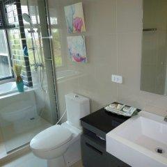 Отель The Deck Condominium ванная