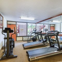 Отель Clarion Inn I-10 East at Beltway фитнесс-зал фото 2