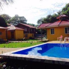 Отель Anchor Inn Гондурас, Остров Утила - отзывы, цены и фото номеров - забронировать отель Anchor Inn онлайн бассейн