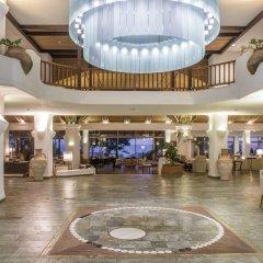 Coral Beach Hotel and Resort интерьер отеля