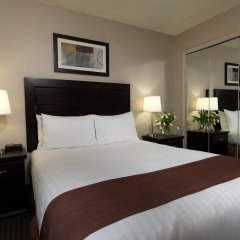 Отель Regency Suites Hotel Канада, Калгари - отзывы, цены и фото номеров - забронировать отель Regency Suites Hotel онлайн комната для гостей