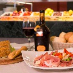 Отель CDH Hotel Parma & Congressi Италия, Парма - отзывы, цены и фото номеров - забронировать отель CDH Hotel Parma & Congressi онлайн питание