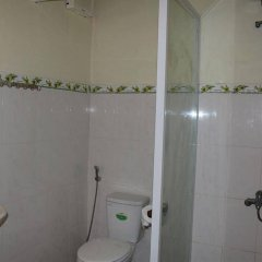 Отель Cam Chau Homestay ванная фото 2