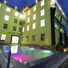 Отель Deluxe Hotel Мьянма, Хехо - отзывы, цены и фото номеров - забронировать отель Deluxe Hotel онлайн бассейн