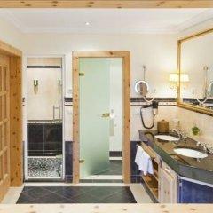 Отель Quellenhof Luxury Resort Passeier Сан-Мартино-ин-Пассирия в номере