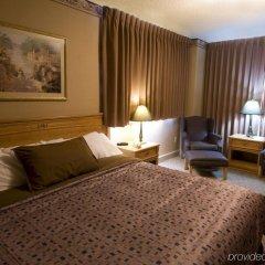 Отель The Glenmore Inn & Convention Centre Канада, Калгари - отзывы, цены и фото номеров - забронировать отель The Glenmore Inn & Convention Centre онлайн комната для гостей фото 4