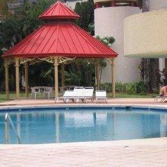 Capital Plaza Hotel бассейн