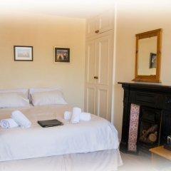 Отель St Raphael Guest House удобства в номере