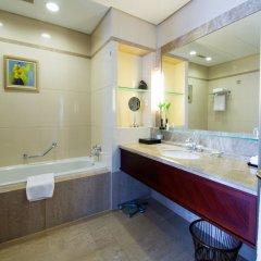 Отель Tongli Lakeview Hotel Китай, Сучжоу - отзывы, цены и фото номеров - забронировать отель Tongli Lakeview Hotel онлайн ванная