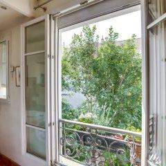 Отель Cosy apt for 2 close to Eiffel Tower Франция, Париж - отзывы, цены и фото номеров - забронировать отель Cosy apt for 2 close to Eiffel Tower онлайн балкон