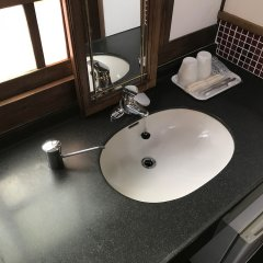 Отель Guest House Kotohira Япония, Хита - отзывы, цены и фото номеров - забронировать отель Guest House Kotohira онлайн ванная