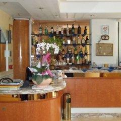 Hotel River Римини гостиничный бар