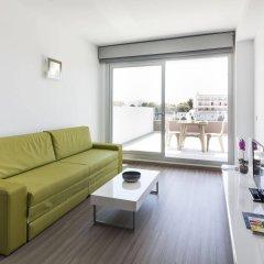 Апартаменты AxelBeach Ibiza Suites Apartments Spa and Beach Club - Adults Only комната для гостей фото 4