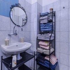 Отель FM Deluxe 2-BDR Apartment - La La Land Болгария, София - отзывы, цены и фото номеров - забронировать отель FM Deluxe 2-BDR Apartment - La La Land онлайн ванная
