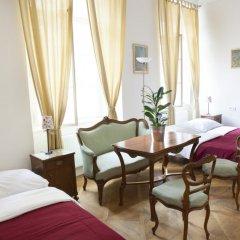 Little Town Budget Hotel Прага комната для гостей фото 5