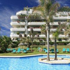 Отель Coral Beach Aparthotel бассейн