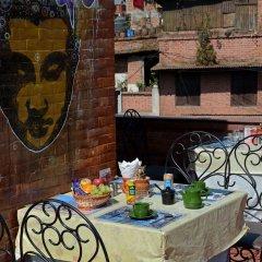 Отель Cosy Hotel Непал, Бхактапур - отзывы, цены и фото номеров - забронировать отель Cosy Hotel онлайн питание