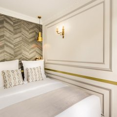 Отель Sunshine 2 bedroom - Luxury at Louvre Париж комната для гостей фото 5