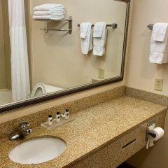 Отель Country Inn & Suites by Radisson, Midway, FL ванная фото 2