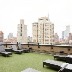 Отель Charming Midtown East Suites by Sonder бассейн