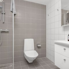 Отель Forenom Aparthotel Stockholm Flemingsberg ванная фото 2