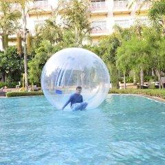 Отель Le Méridien Jaipur Resort & Spa бассейн
